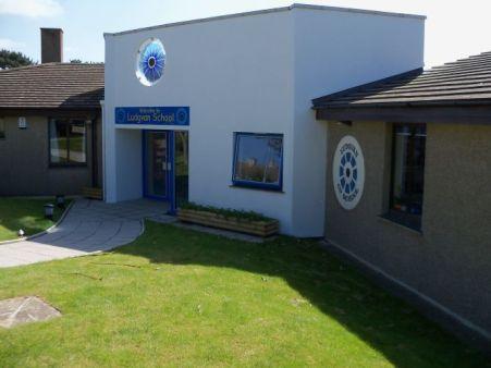 69. Ludgvan CP School, Entrance